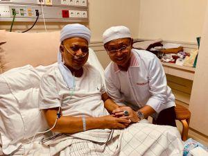 Bupati Sarolangun Cek Endra Menjenguk Ustadz Arifin Ilham