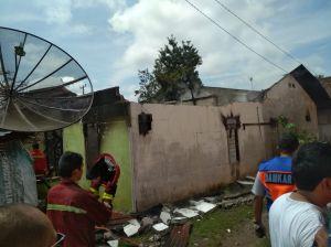 Butuh 4 Unit Padamkan Api di Rumah Sunarso