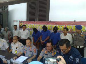 Polisi Bekuk 3 Penyelundup Baby Lobster Senilai Rp18 M