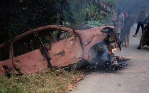 Mobil Terduga Pencuri Kulit Manis Dibakar, Pelaku Diamankan Polisi