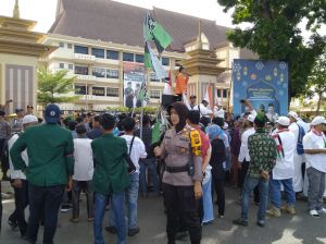 Puluhan Massa Gabungan Datangi Mapolda Jambi, Sampaikan Kekecewaan Atas Tragedi Jakarta