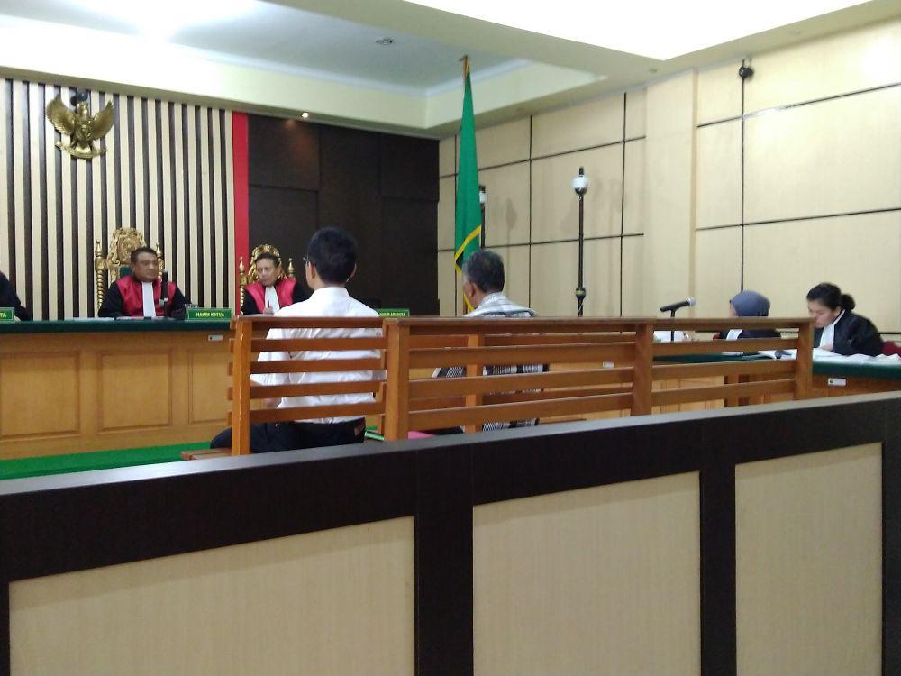 Hakim Vonis Beda untuk Dua Terdakwa Korupsi Bimtek