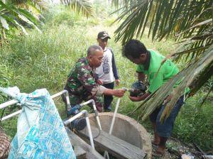 Babinsa Kerjasama dengan Kades dan Warga Perbaiki Instalasi Air