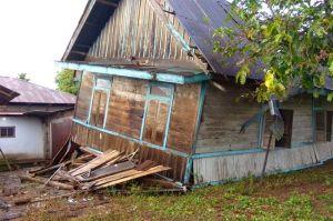 Hujan Es di Kerinci, 1 Rumah Ambruk Warga Sempat Cemas,  Berhamburan Keluar Rumah