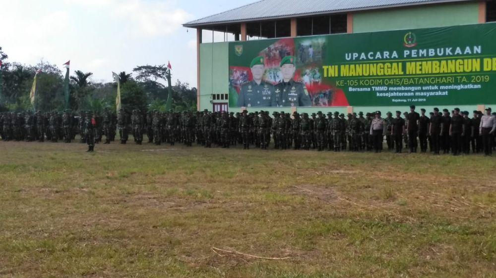 Acara pembukaan TMMD Ke 105 Kodim Batanghari di Desa Ladang Peris, Kamis (11/7/2019)