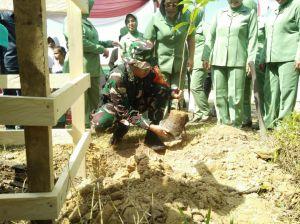 Usai Pembukaan TMMD, Bupati, Dandim dan Kapolres Lakukan Penanaman Pohon Rambutan dan Durian