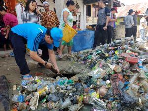 Goro Bersama, Bupati Adirozal ajak Masyarakat Bersihkan Lingkungan Dari Sampah