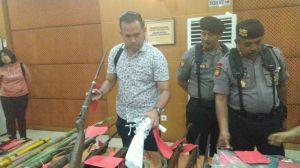 Polisi Sita Puluhan Senjata Milik SMB