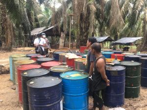 Lagi, Polisi Sita 33,84 Ton Minyak Ilegal  Serta Tangkap 8 Pemilik dan Pekerja