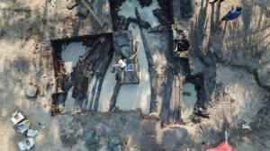 Galangan Kapal Kuno Zabag, Membuka Misteri Wangsa Mudra (1)
