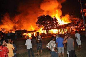 Kebakaran di Kualatungkal, Satu Rumah dan Bedeng 5 Pintu Ludes
