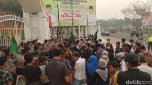 Riau Dikepung Kabut Asap, Gubernur Diminta Pulang dari Thailand