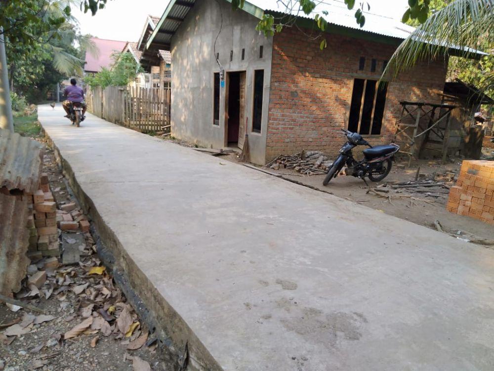 Diduga Cor Jalan Pakai Tanah Latrik
