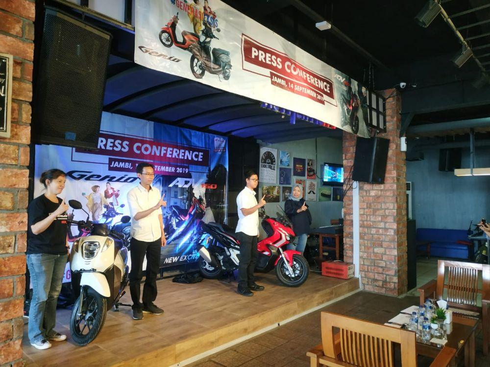 Sinsen Luncurkan Skutik Casual Fashionable Honda Genio dan Skutik Penjelajah Jalanan Honda ADV