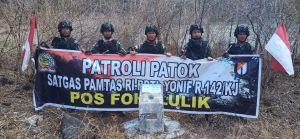 Amankan Batas Negara Pos Fohululik Satgas Pamtas RI-RDTL Yonif Raider 142/KJ lakukan Patroli Patok