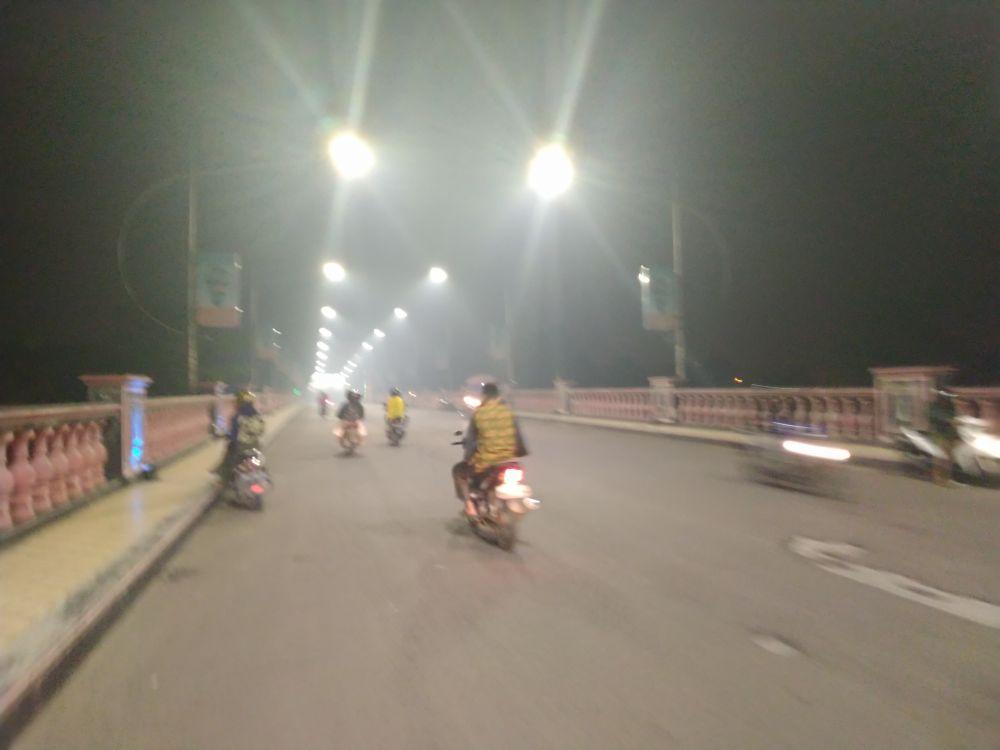 Kondisi asap di malam hari di Kota Jambi. Foto di ambil di jembatan makalam, Selasa (8/10//2019) malam.