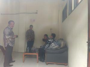 Terlihat Santai, Zola Bersama Erwan Malik dan Dewan Cs Sebelum Persidangan