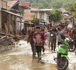 Atasi Banjir, Pemkab Bantu Alat Berat
