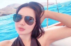 Selfie di Atas Kapal Pakai Baju Seksi, Tubuh Kekar Wika Salim Jadi Sorotan