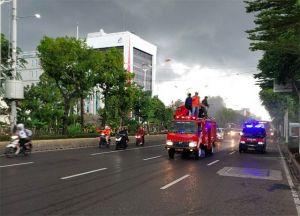 Ruas Jalan dan Fasilitas Umum di Jakarta Disemprot Disinfektan