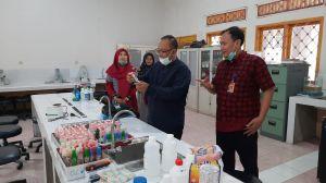 FKIK Produksi Hand Sanitizer