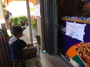 Patut Dicontoh! Cegah Covid-19, Seluruh Warung di Salah Satu Desa di Kerinci Sediakan Hand Sanitizer