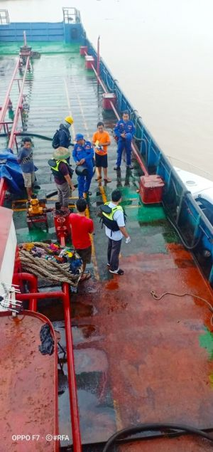 Polisi Amankan Kapal Tanker Muatan 60 Ton Minyak Hasil Illegal Drilling