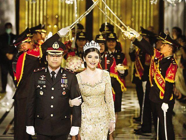 UNDANG KERUMUNAN: Resepsi pernikahan Fahrul Sudiana dengan Rica Andrianidi Hotel Mulia, Jakarta Pusat, Sabtu lalu (21/3). (INSTAGRAM BENNUSORUMBIA)