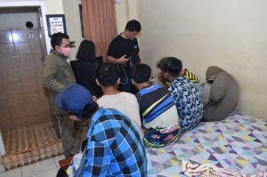Anak Dibawah Umur Terjaring Razia, 1 Perempuan dengan 6 Laki-laki Dalam Satu Kamar