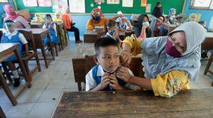 Sekolah Tetap Datangkan Siswa Baru, Padahal Sudah Dilarang