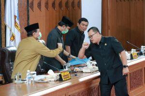 Gubernur Beri Penjelasan Atas Tanggapan Dewan Terhadap Lima Ranperda