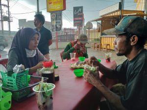 Cara Ratu Munawaroh Serap Aspirasi Tukang Bangunan, Ajak Makan Bersama di Satu Meja