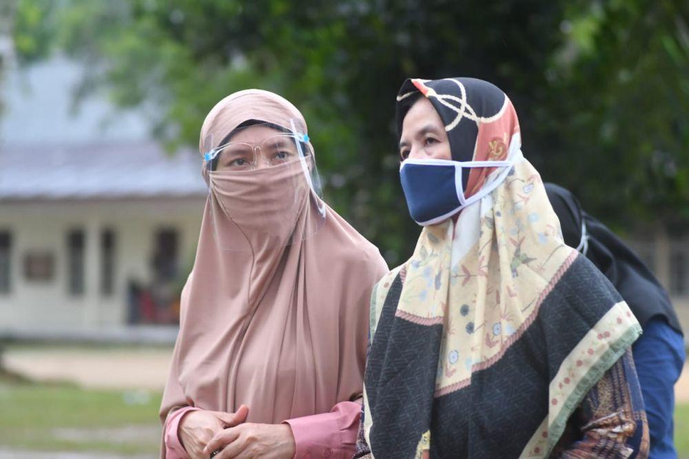 Istri Pimpinan Ponpes Irsyadul Ibad Do'akan CE-Ratu Menang Pilgub