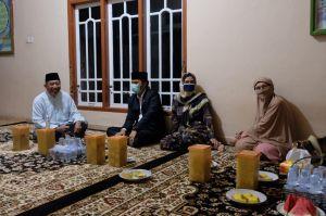 Didampingi Edi Purwanto, Ratu Munawaroh Sowan ke Kiai Rouhani Jamil Pemayung