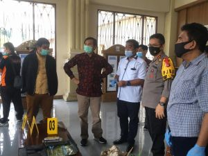Polisi Amankan 4 Orang, Ada Bekas Tembakan Peluru di Kaca Gedung DPRD Provinsi
