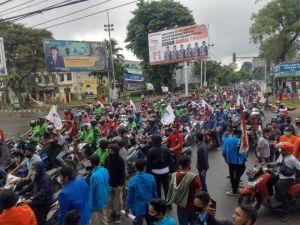 Demo Tolak Omnibus Law Berlanjut, Mahasiswa dan Buruh Kembali Datangi DPRD Provinsi Jambi