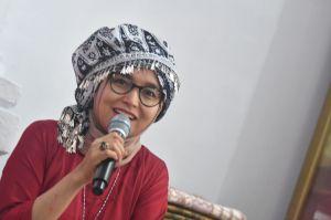 Wow... Ratu Tampil 'Kahay' dengan Tekuluk dan Kurung Saat Menyambangi Rumah Tua Rantau Panjang