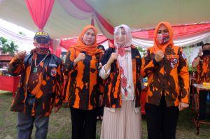 Hadiri HUT PP Kota Jambi, Ratu Munawaroh Dipasangi Baju Kehormatan