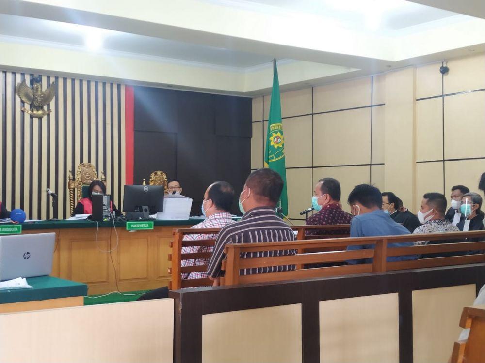 Sidang kasus suap pengesahan RAPBD Provinsi Jambi. Kini KPK tengah mengembangkan penyidikan. Belasan mantan anggota DPRD Provinsi Jambi periode 2014-2019 diperiksa sebagai saksi.