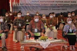 Presiden Serahkan 64 SK HutanSosial ke Petani Hutan Jambi