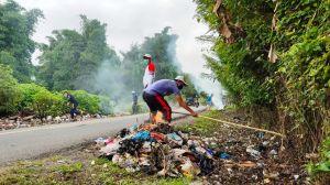 Seminggu tak Diangkut, Warga Goro Bersihkan Sampah