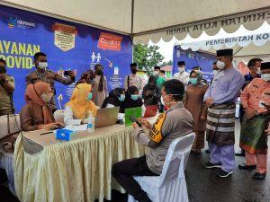 Vaksin Serentak, Kapolresta Disuntik Vaksin Pertama di Kota Jambi