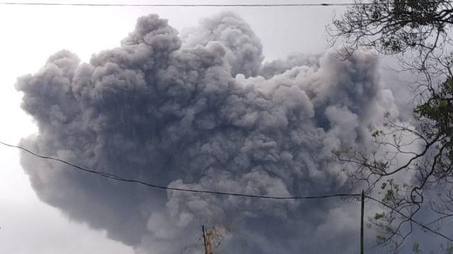 Suara Gempa Bergemuruh, Warga Dilarang Dekati Semeru Radius 1 Kilometer