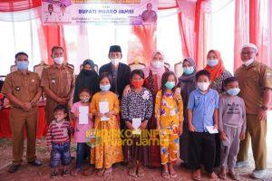 Bupati Muaro Jambi Serahkan Bantuan Covid-19, Imbau Masyarakat Tetap Patuhi 3M