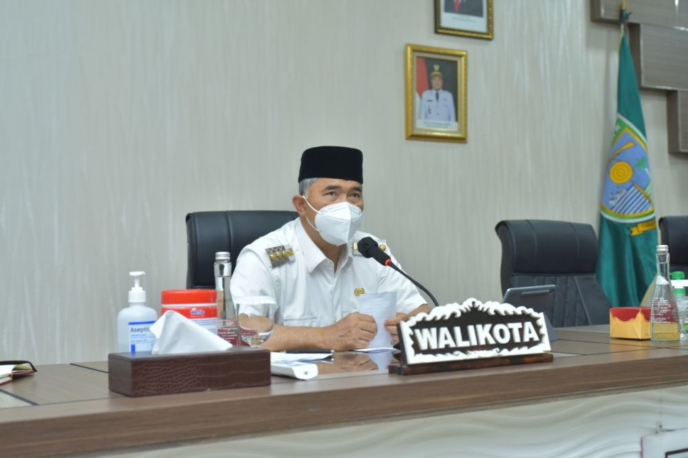 EVALUASI: Wali Kota Jambi, Sy Fasha kemarin memimpin rapat evaluasi pelaksanaan vaksinasi Covid-19 untuk memastikan semua warga Kota Jambi dimulai dari para pelayan publik mendapatkan vaksinasi.