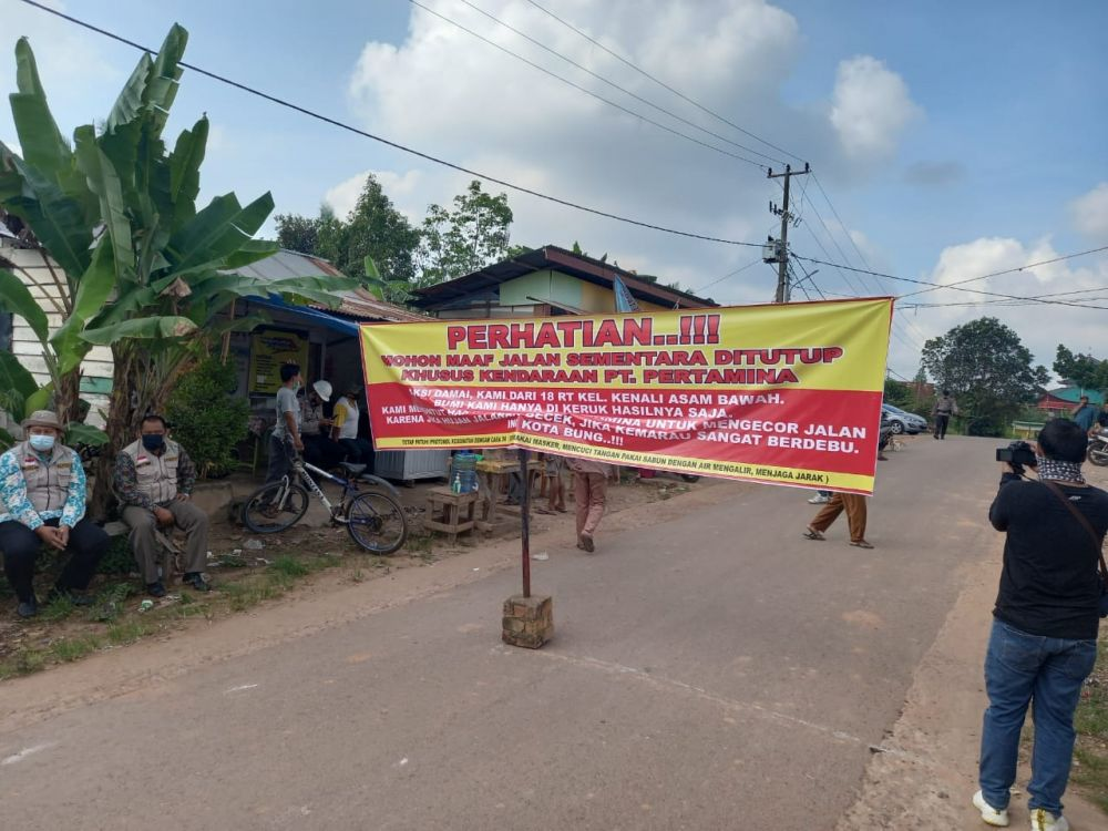 Warga Kenali Asam Blokir Jalan ke Sumur Pertamina