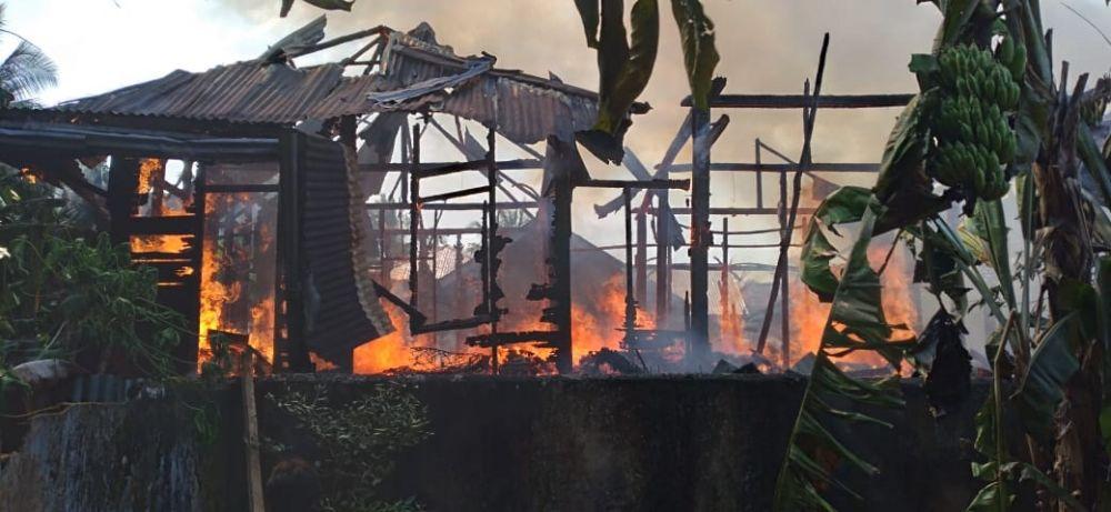 Dua Bangunan Rumah di Pelayang Ludes Terbakar