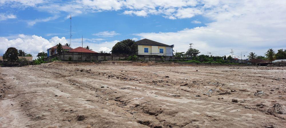 TAK BERIZIN: Lokasi timbunan di samping kantor Bea Cukai ternyata tidak mengantongi izin resmi. Bahkan lokasi itu adalah daerah langganan banjir.