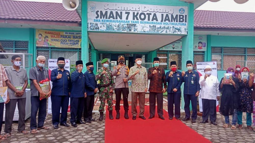 MITRA BAZNAS: Wali Kota Jambi, Sy Fasha meresmikan Kampung Mitra Baznas di Ulu Gedong, Danau Teluk kemarin. Kampung ini menampung belasan UMKM di bawah binaan Baznas Kota Jambi.