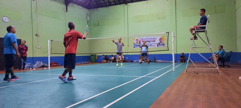 PB DPRD Kota Jambi Gelar Turnamen Badminton dalam rangka menyambut bulan suci Ramadhan. Kegiatan itu dibuka Jumat Malam, (2/4).
